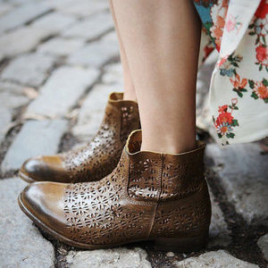 FREE PEOPLE Bloom Leather Ankle Boots EU37  $198